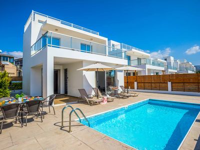Photo for Villa White Jasmin - perfectly located in the heart of Coral Bay - Wi/Fi & A/C
