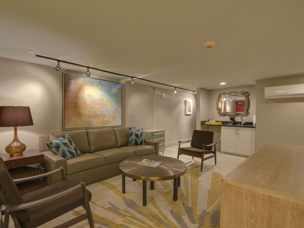 DOWNTOWN NASHVILLE - 2nd Ave - closest vacation rental to Broadway