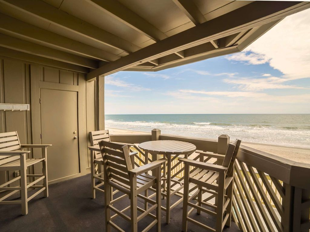 Free Night w/ Last Summer Weeks Now! Beautifully Updated Oceanfront ...