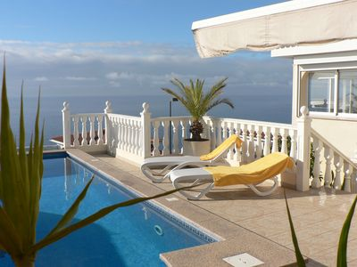 Photo for Exclusive and peaceful private villa with pool and fantastic 180 ° Meerbick