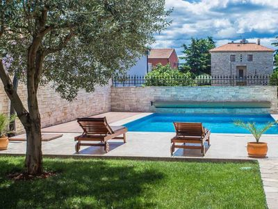 Photo for Appartment for 4 persons in Novigrad with a common pool
