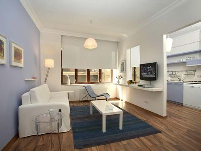 Photo for Central fully-serviced apartment