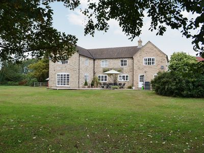 Photo for 6 bedroom accommodation in Stretham, Ely