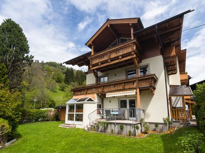Photo for Attractive apartment within walking distance of the famous lake of Zell am See