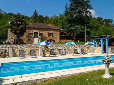 Photo for Beautiful country house with large private swimming pool at Blanquefort-sur-Briolance (4 km)