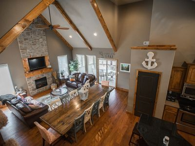 Perfect floor plan, large farmhouse table so everyone can eat together!