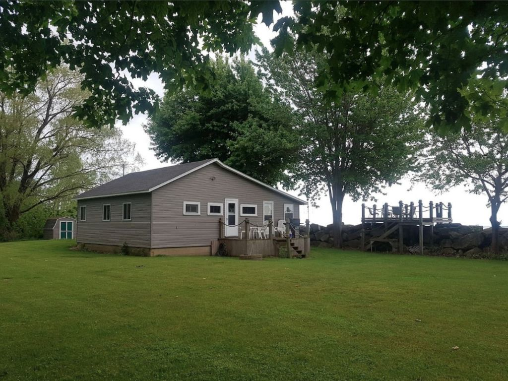 Pelee On The Rocks - Waterfront cozy cottage!