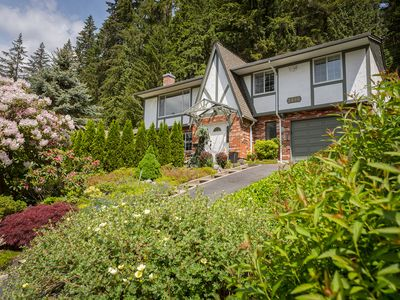 Photo for Green Belt 4 Bedroom home (direct access to the Baden Powell trail)