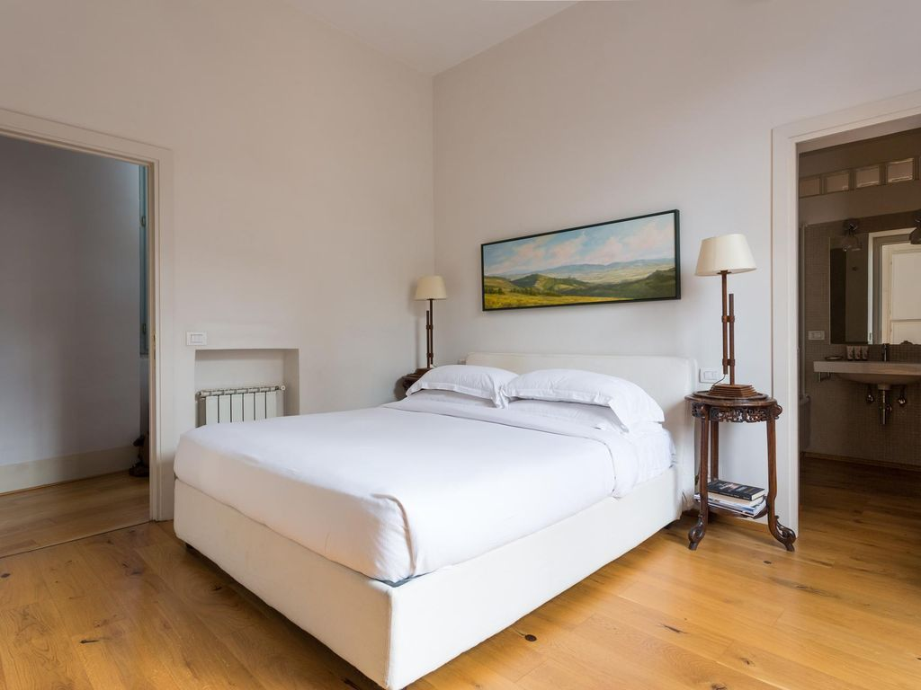 Piazza Costaguti - luxury 3 bedrooms serviced apartment - Travel Keys