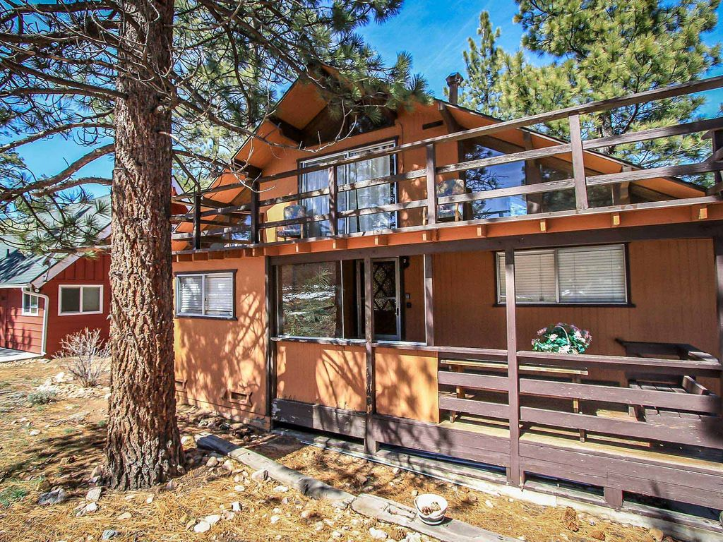 Papa bear 2 bedroom downtown cabin big bear lake big for Big bear 2 person cabin