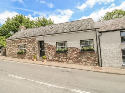 Photo for SNOWDROP COTTAGE, pet friendly in Laugharne, Ref 949428