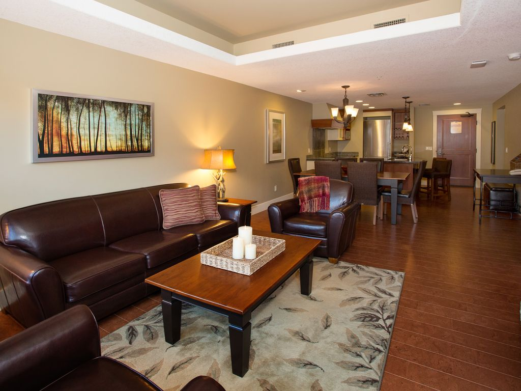 Solara resort spa canmores finest 5 st vrbo open floor concept solid wood furnishings high quality leather cork flooring jameslax Gallery