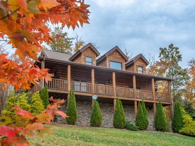 Photo for Family-friendly cabin with a private hot tub, Jacuzzi tub in master, & views!