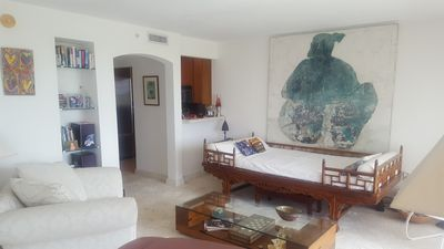Photo for Gorgeous open plan 8th fl apartment with Bay, park, pool and Sailing club views.