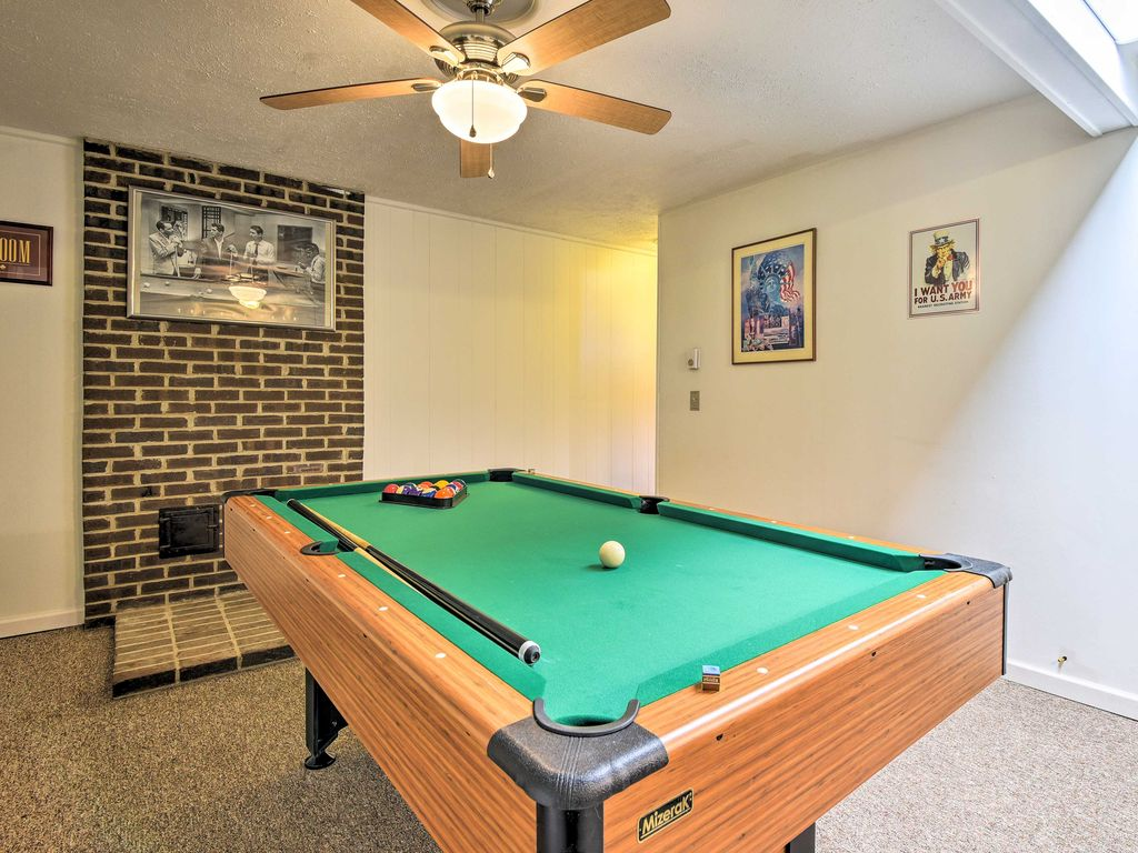 New 5br tobyhanna home w private deck pool table tobyhanna poconos pennsylvania for Pocono rental with private swimming pool