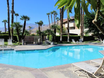 Photo for Great one bedroom condo. Walk to downtown Palm Springs! Sleeps 2 adults + 2 kids