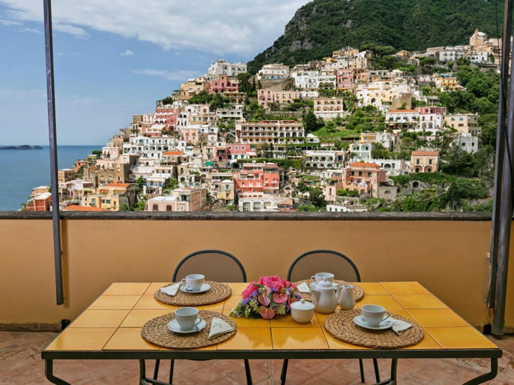 Casa palazzo in positano only 5 minute walk from the for Casa positano