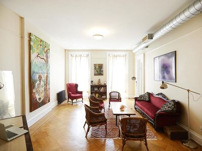 ENTIRE APARTMENT BIG & SUNNY, 1 STOP FROM MANHATTAN