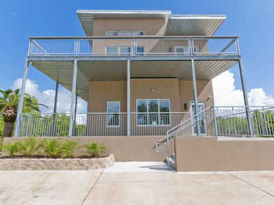 Photo for Spacious 3 Bed/2 Bath Apartment. Modern, Clean, with Gulfview.