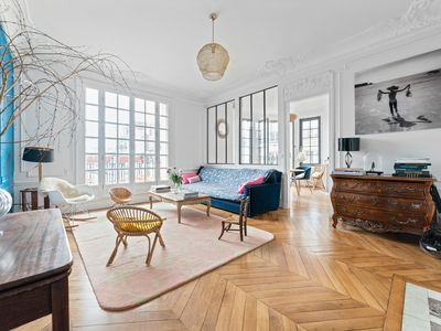 Photo for Spacious 3 bed apartment, walking distance to the Eiffel Tower (Veeve)