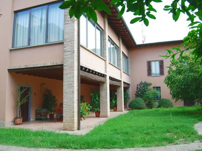 Photo for Charming villa with a large equipped porch, 6 km from the lake