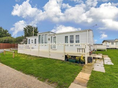Photo for 6 berth Caravan for Hire - St Osyth, Clacton-on-Sea, Essex Ref 28008FV