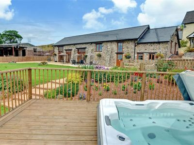 Photo for Cosy apartment for 6 guests with pool, WIFI, hot tub, TV and parking