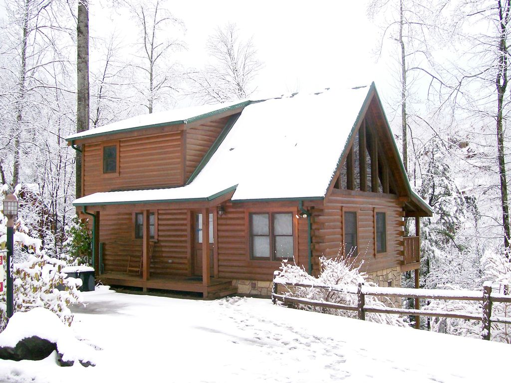 Black bear cabin in gatlinburg family vacations romantic for Romantic big bear cabins