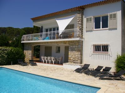 Photo for Sea view villa with large pool, located in Issambres
