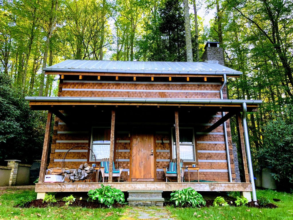Charming and quaint perfect for exploring t homeaway for Deals gap cabin rentals