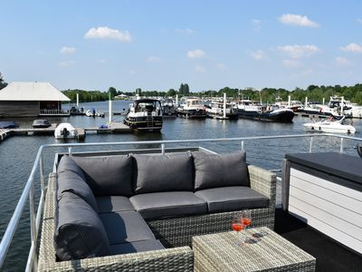 Photo for Cozy floating Boatlodge (2 bedrooms, 4 persons), Maastricht.