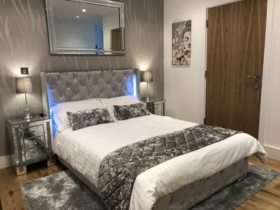 Photo for Luxury Studio Apartment only 20 minutes from Central London