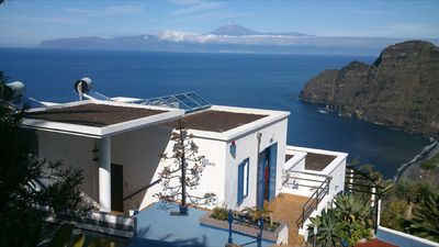 Photo for Casa Luz - fantastic view, generous amenities, secluded location