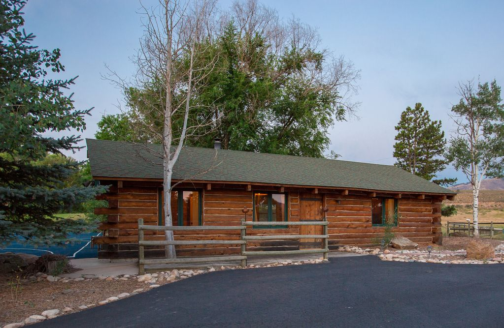 Rustic and charming creek side cabin in ple vrbo for Cabin rentals near fort collins colorado