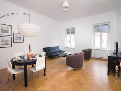 Photo for 1st Class, Top renovated, next to Belvedere, 9 min walk to center, Air condioned