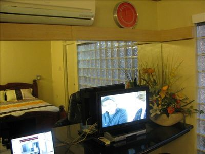 FlatScreenTV (w cable),DVD plyr, Powerful AC unit. All with remotes. Huge Mirror