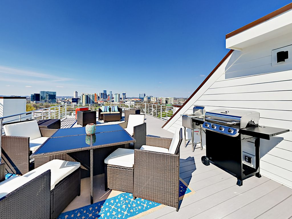 Stylish 3BR/3.5BA w/ Rooftop Deck & Panoram... - VRBO