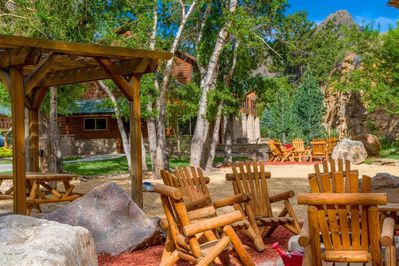 Fire Pit, Picnic, and Game Area - Fall River Village Resort