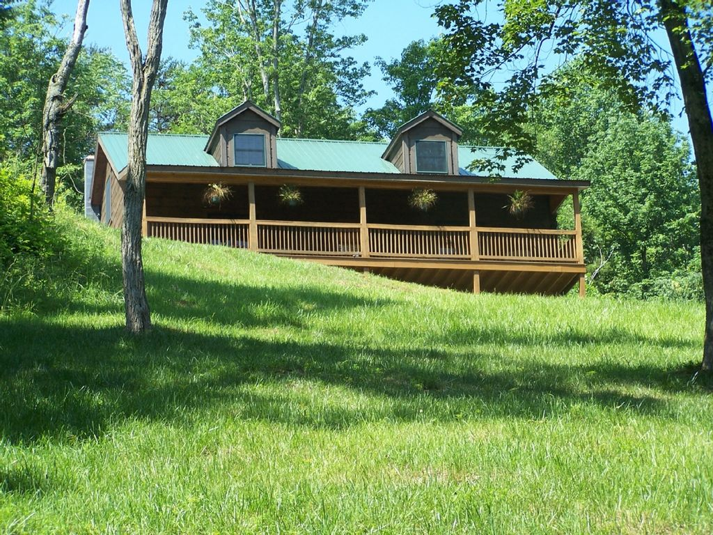 Quiet secluded 39 hilltop log cabin 39 get away vacation cabin for Log cabins in shenandoah valley