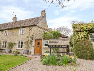 Photo for Friesland Cottage, BURFORD
