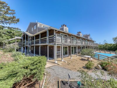 Photo for Lovely townhouse w/ private deck, shared pool & tennis - walk to the beach!