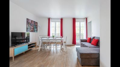 Photo for APARTMENT IN 2MN DISNEY, INTERNATIONAL COMMERCIAL CENTER ON FOOT, 30MN FROM PARIS