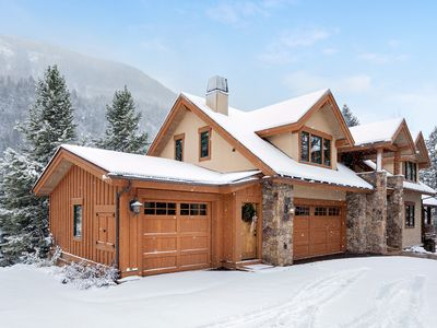Photo for East Vail, 6 Bedroom, 5.5 Bath, Sleeps 13, Hot Tub, 175 Yards to Bus Stop