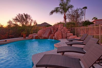 HEATED RESORT STYLE POOL AND SPA - 5 MINUTES FROM OLD TOWN (DOWNTOWN SCOTTSDALE)