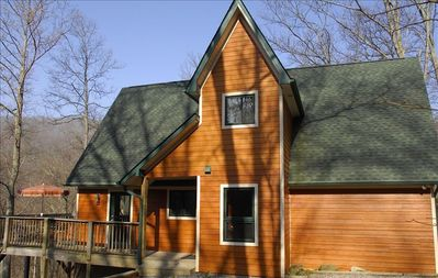 Sashas cabin is private and tranquil just 15 minutes to Asheville.