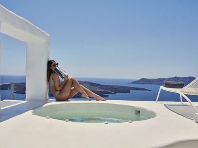 Photo for Honeymoon Suite with Hot Tub and Caldera View