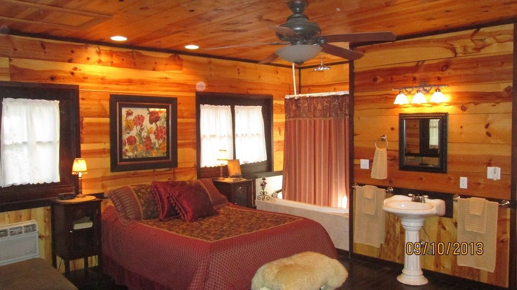Private Romantic Cabin Very Close To Branson Landing And The 76 Strip Hollister