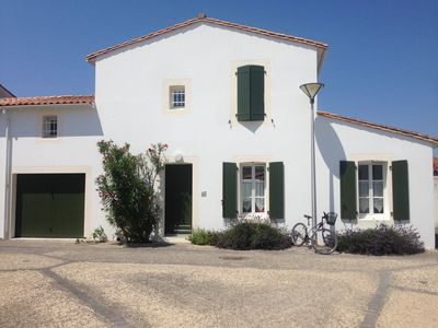 Photo for Pleasant sunny house with terrace and garden, close to the beach.