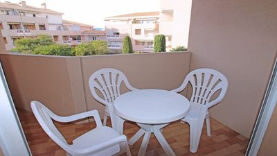 Photo for T2 apartment cabin - 4/6 people - Downtown and beach walk - Sainte Maxime
