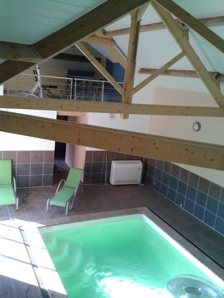 GITE WITH HEATED INDOOR SWIMMING POOL IN FOREST BORDER